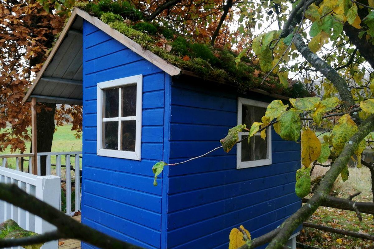 Maison en bois bleu pour les enfants