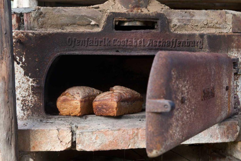 Siedlisko Letnia Kuchnia pieczony chleb