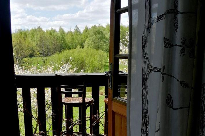 hébergement_pologne_chambre_terrasse_vue_forêt